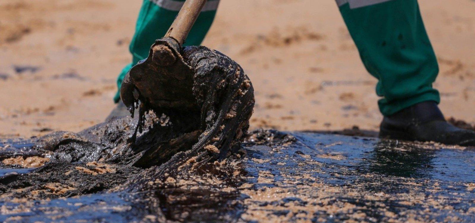 Cerca de duas toneladas de óleo são retiradas de Lauro de Freitas no sábado