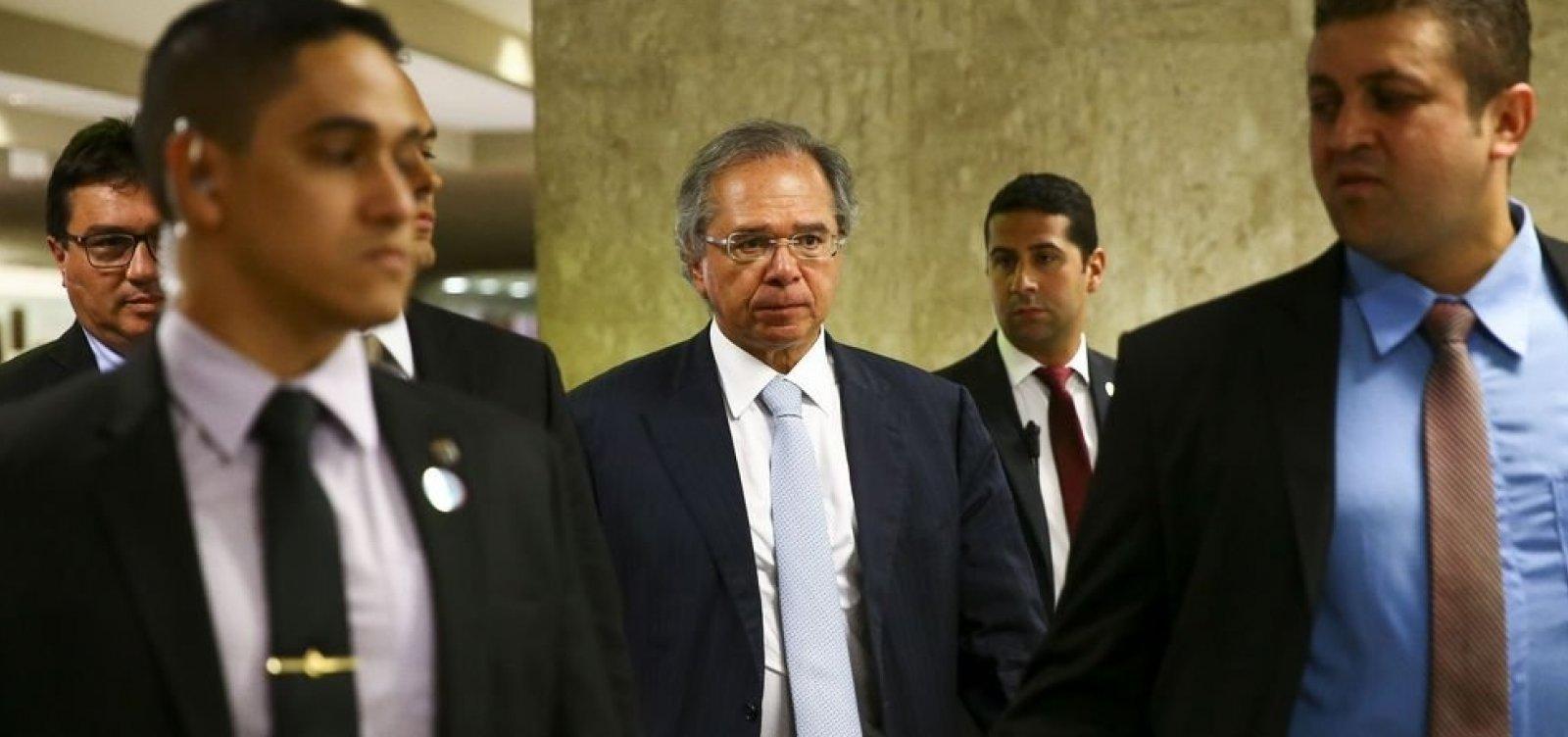 'Rico capitaliza recursos, pobre consome tudo', diz Paulo Guedes