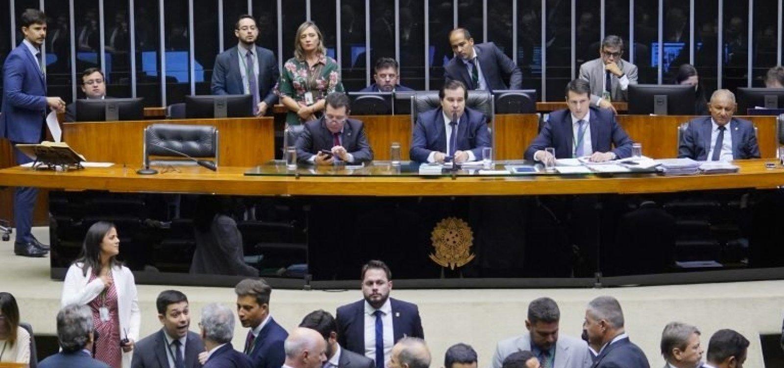 Deputados do PSL pagam advogados com recursos da Câmara