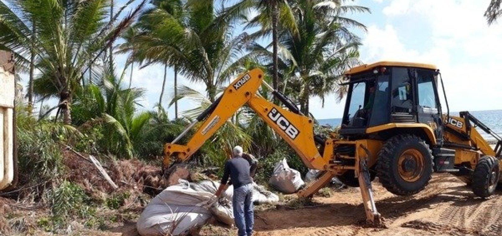 Óleo recolhido das praias de Maraú é descartado irregularmente em lixão do município