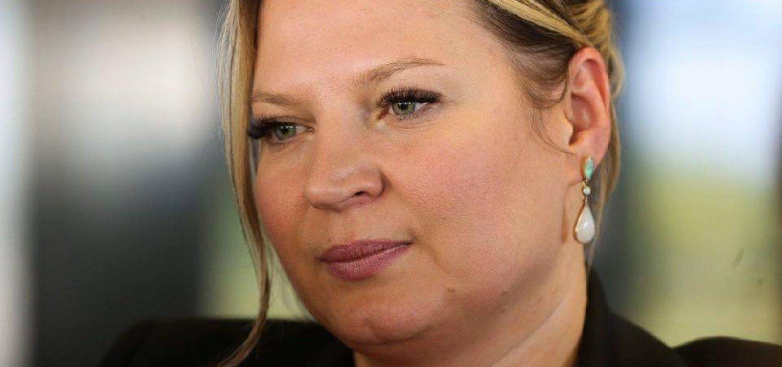 Joice Hasselmann chora ao relatar xingamentos e reação de filhos a ameaças
