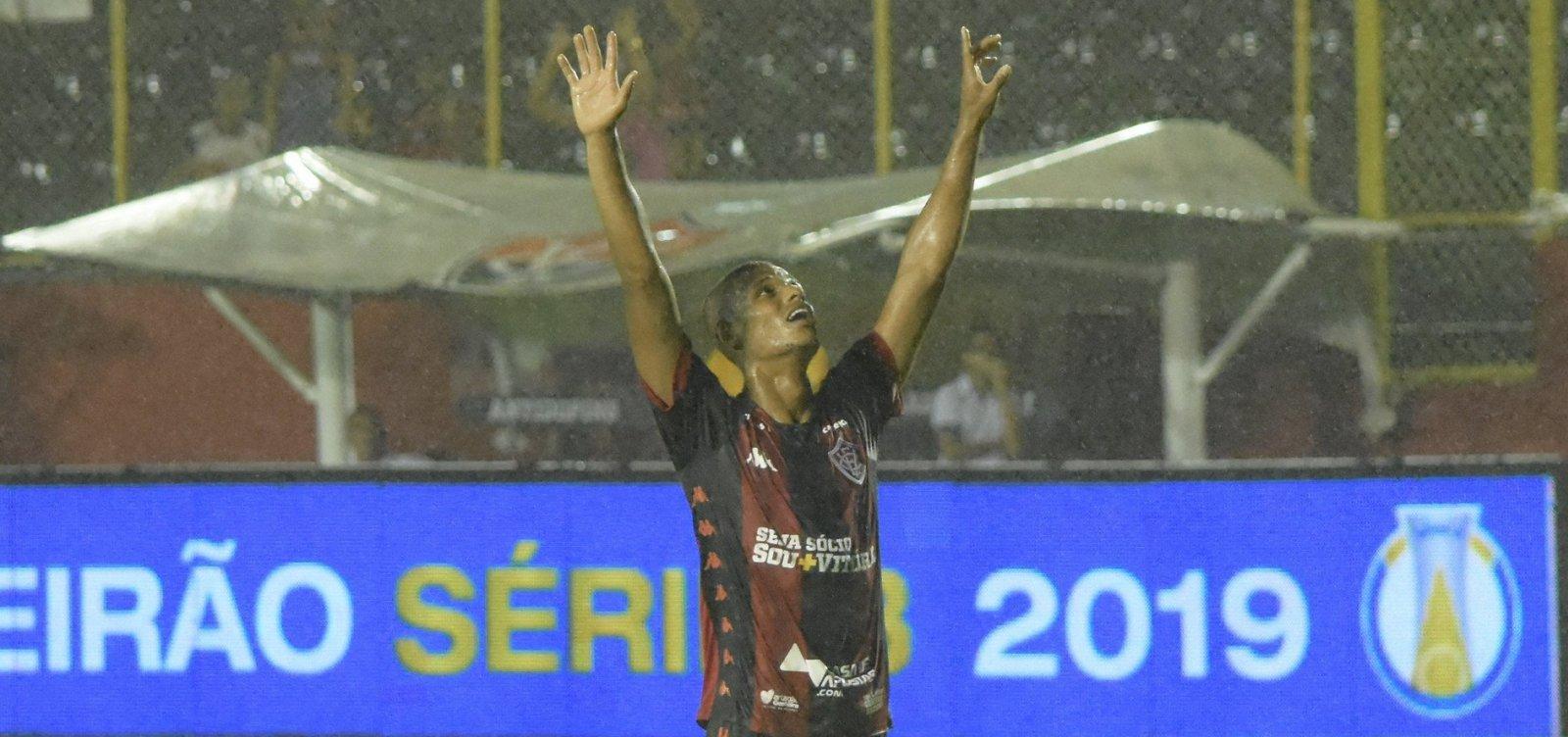Vitória joga bem e bate o Brasil de Pelotas por 3 a 0 no Barradão
