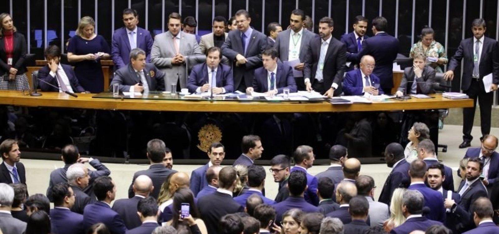 Câmara aprova versão 'desidratada' do projeto de armas de Bolsonaro