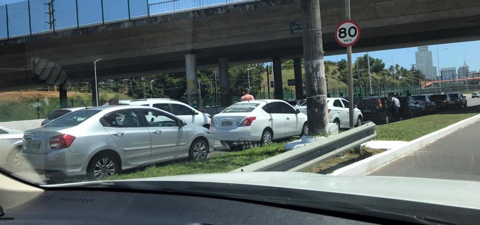 Motoristas de aplicativos iniciam carreata em dia de protestos em Salvador