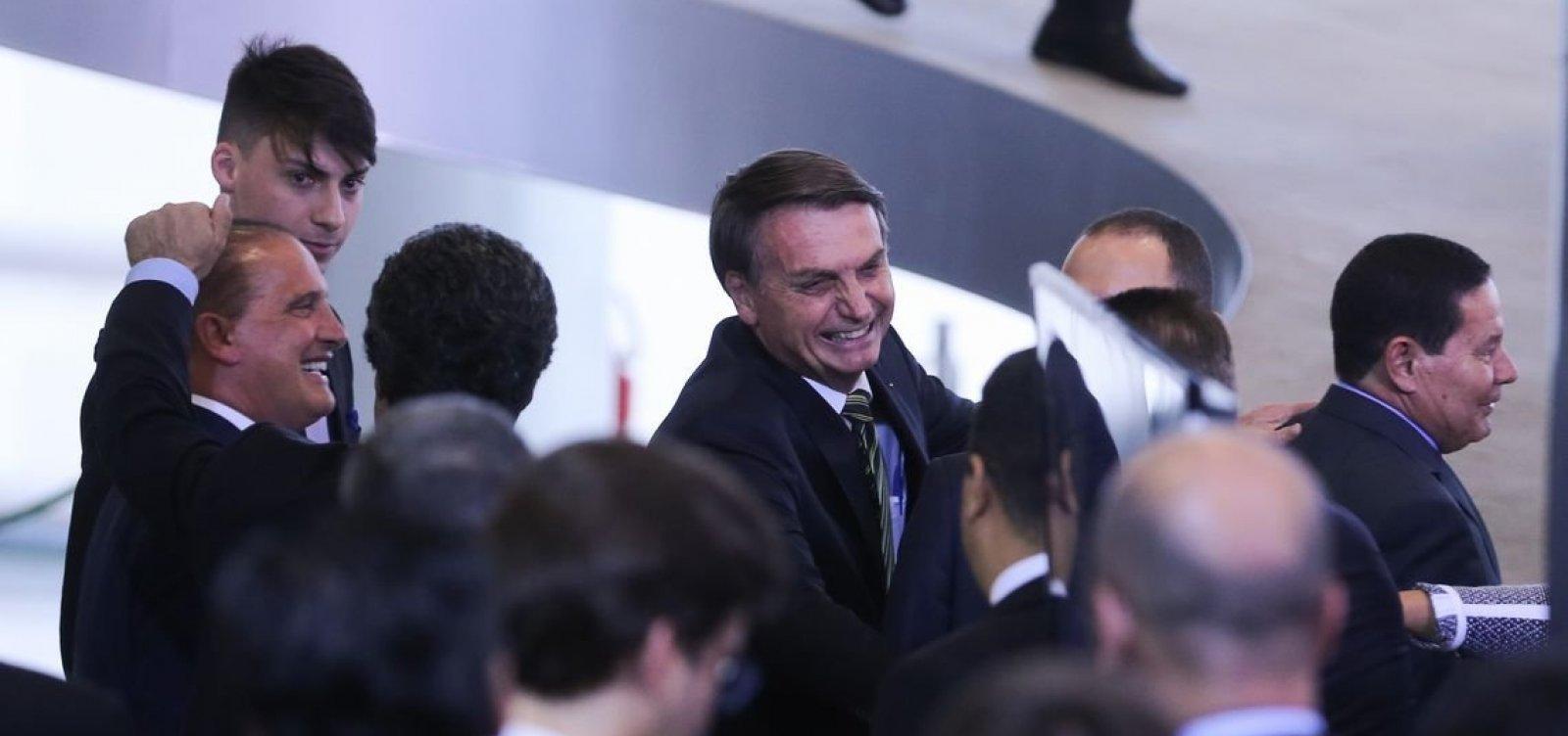 Povo decidirá sobre municípios com menos de 5 mil pessoas, diz Bolsonaro