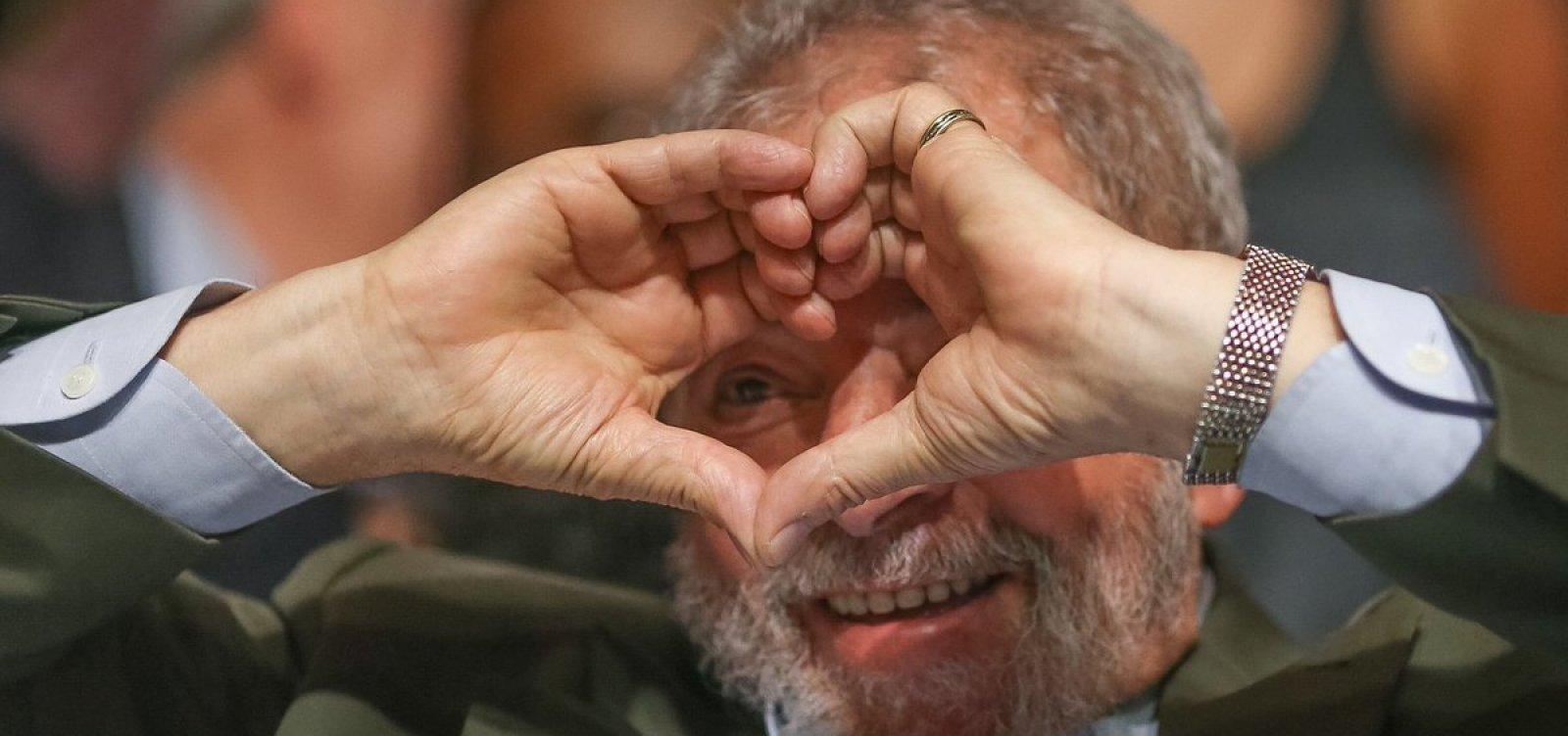 Namorada de Lula se manifesta após decisão do STF: 'Amanhã eu vou te buscar!'