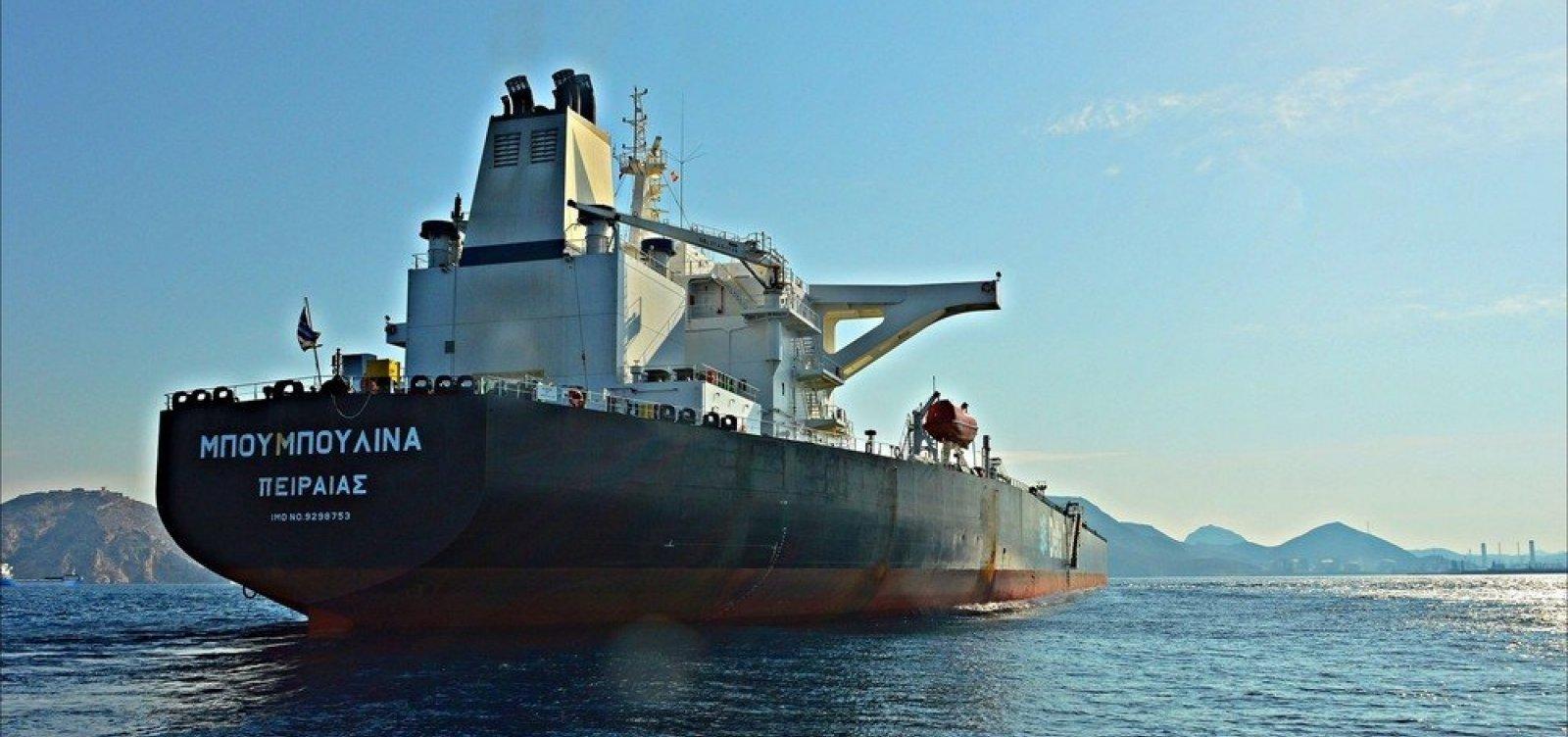 Dois entre cinco navios notificados não transportavam petróleo da Venezuela, diz agência