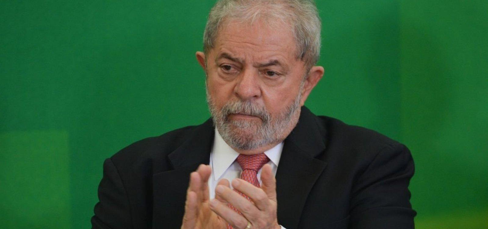 Defesa de Lula pede que petista deixe prisão após decisão do STF