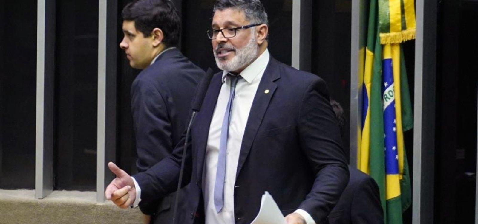 'Bolsonaro não suporta o processo democrático', diz Frota