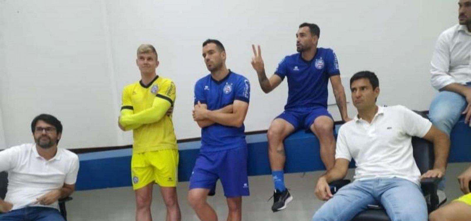Diretoria e jogadores do Bahia se reúnem com Bamor no Fazendão