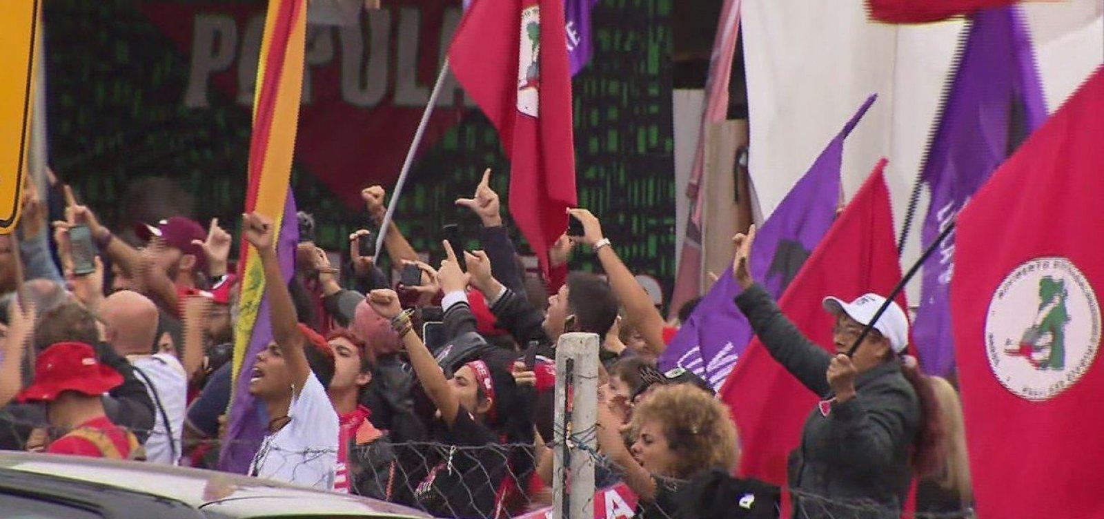 Ex-presidente Lula deixa prisão em Curitiba
