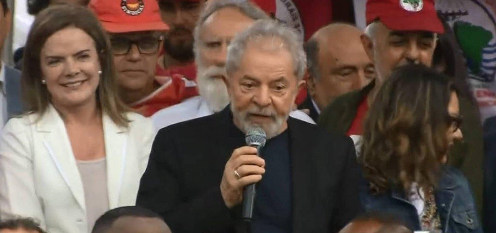 Após deixar prisão, Lula ataca PF, Moro, Judiciário e chama Bolsonaro de mentiroso