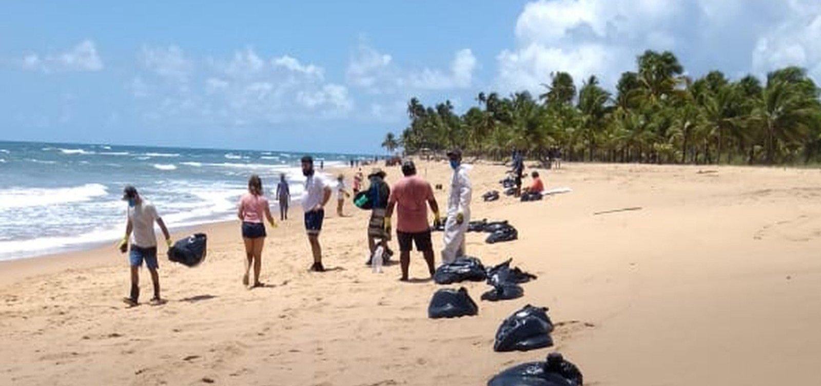 Novas manchas de óleo chegam à praia do Cassange na Península de Maraú