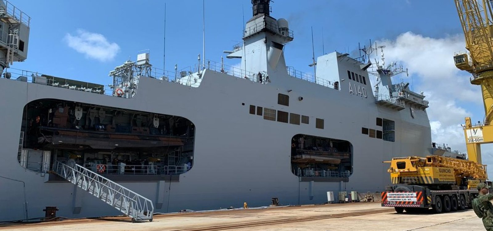 Navios da Marinha chegam a Recife para reforçar o combate ao óleo