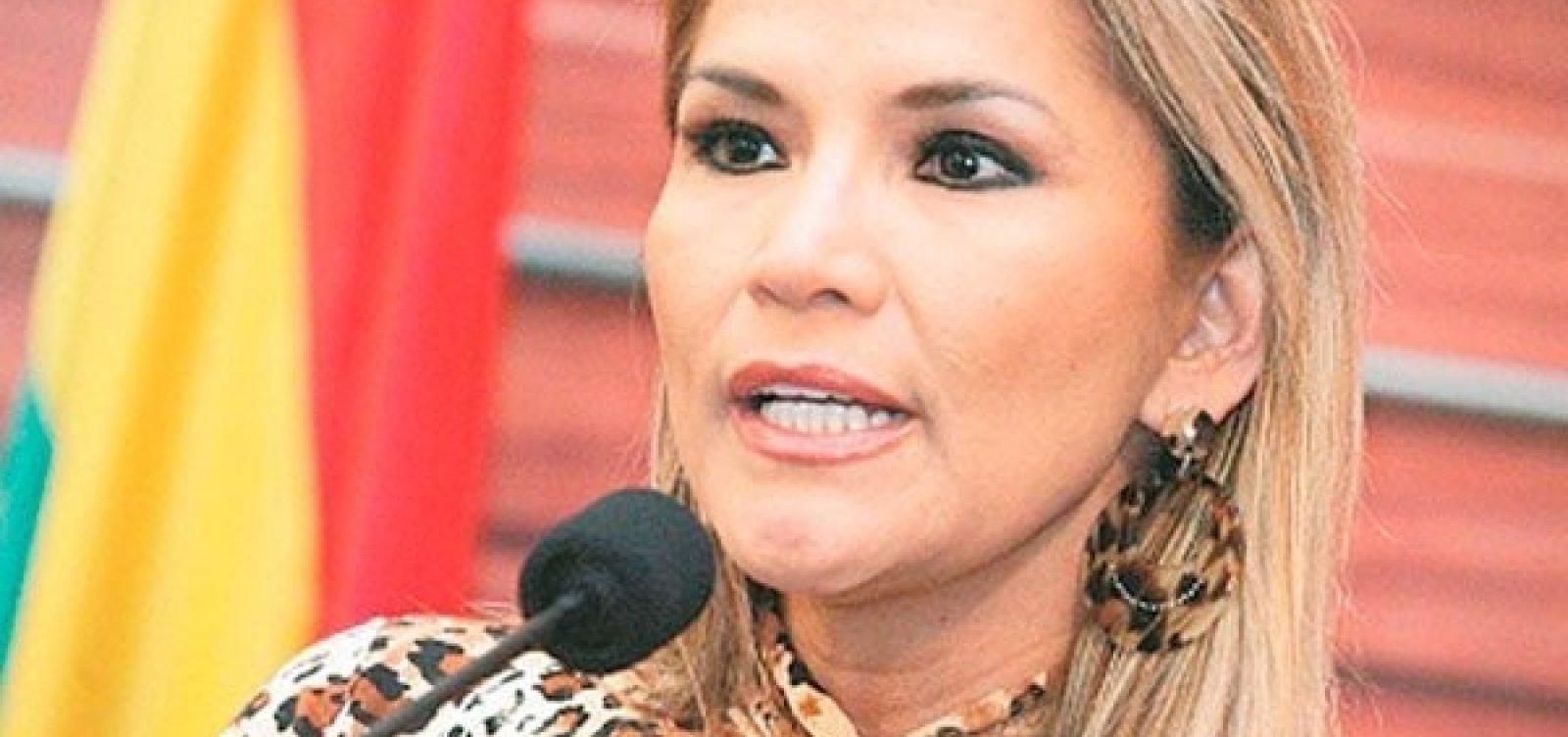 Senadora da oposição, Jeanine Añez Chávez assume a presidência da Bolívia
