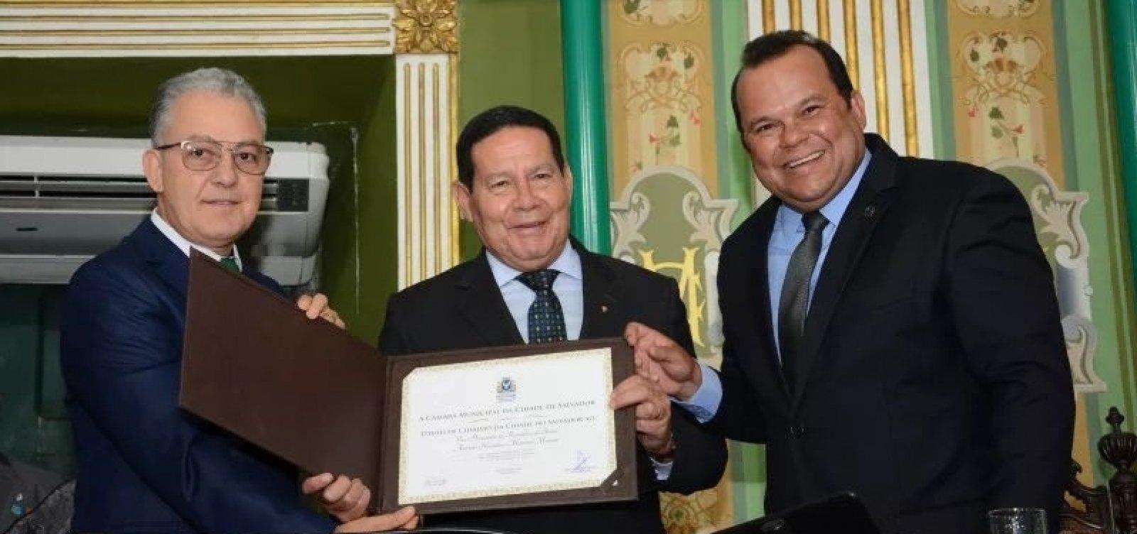 Vice-presidente Mourão recebe título de Cidadão Soteropolitano