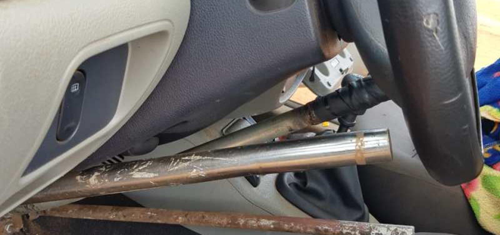 Cadeirante é flagrado dirigindo carro 'adaptado' por ele mesmo no oeste da Bahia