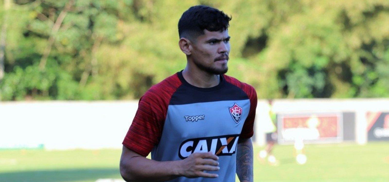 Vitória vai acionar o CRB na Justiça após Léo Ceará entrar em campo em confronto