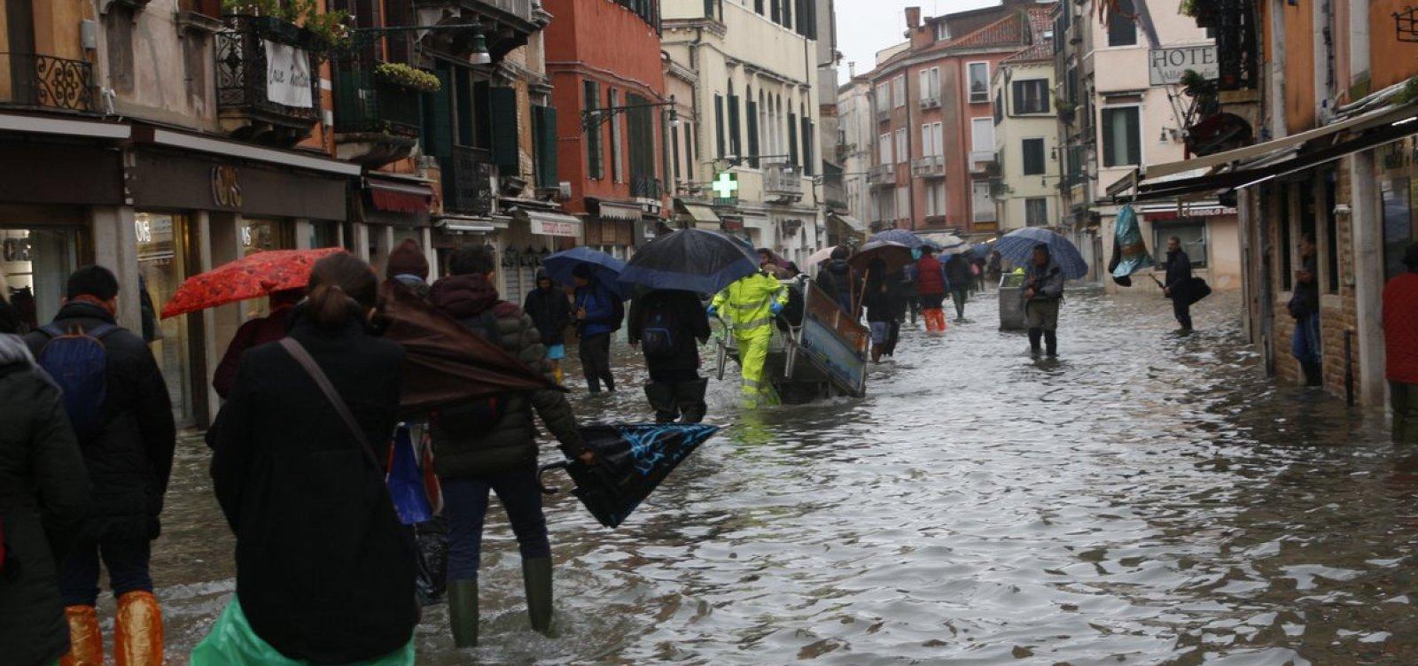 Duas pessoas morrem após inundações em Veneza