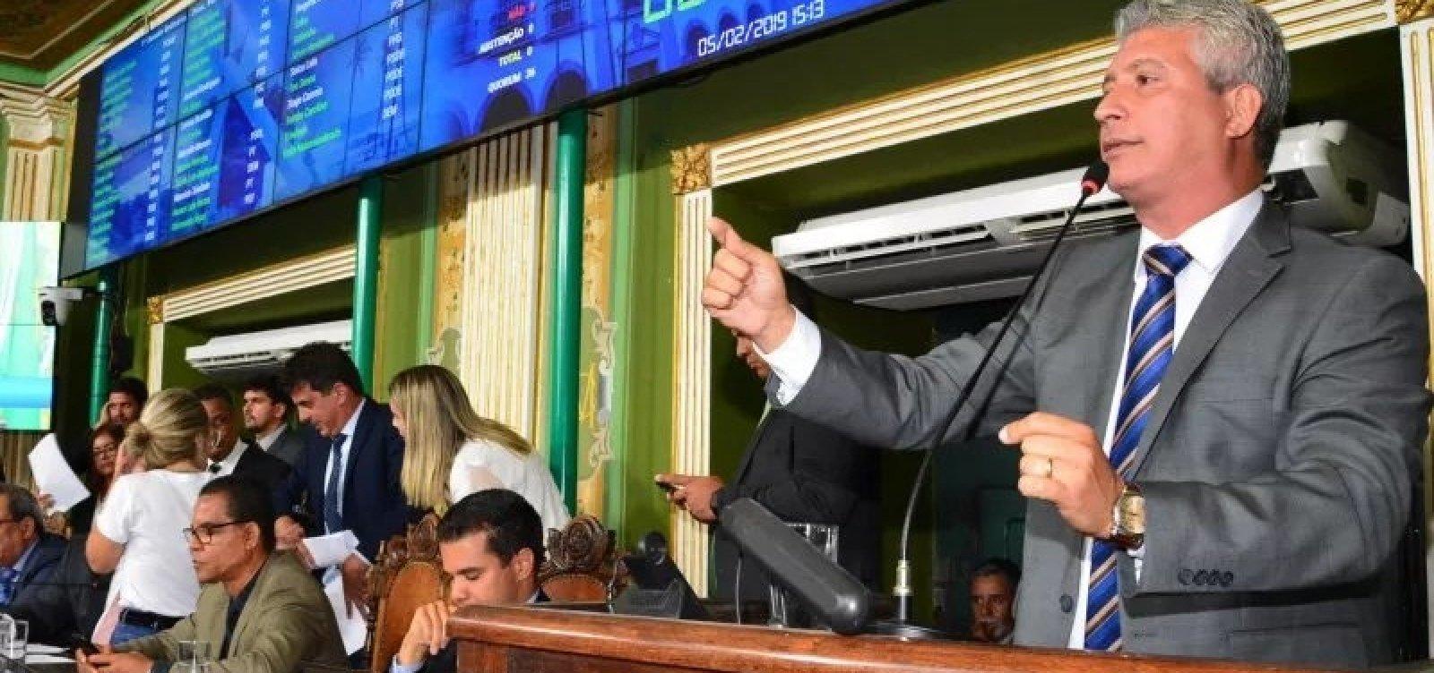 Carballal entrega vice-liderança na Câmara de Salvador após Neto vetar seu projeto