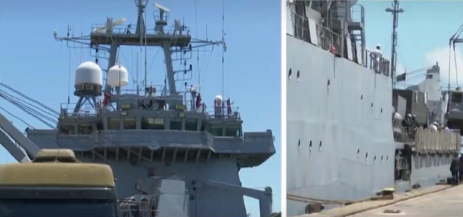 Embarcação com mais de 240 militares da Marinha chega a Ilhéus para limpeza das manchas de óleo
