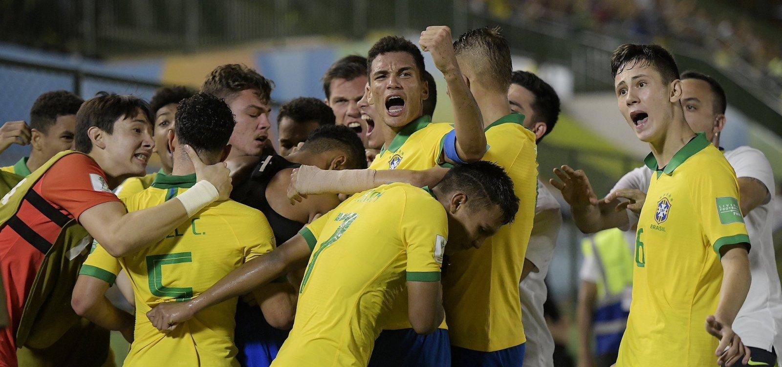 De virada, Brasil bate França por 3x2 e disputa decisão do Mundial Sub-17