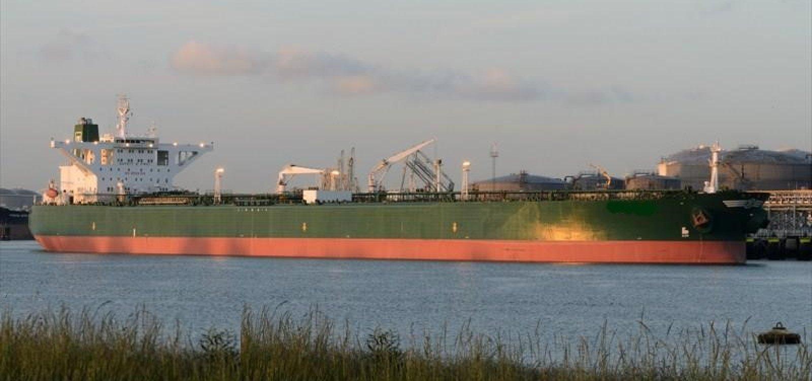 Voyager I, novo navio suspeito de derramar óleo, aproxima-se do Brasil