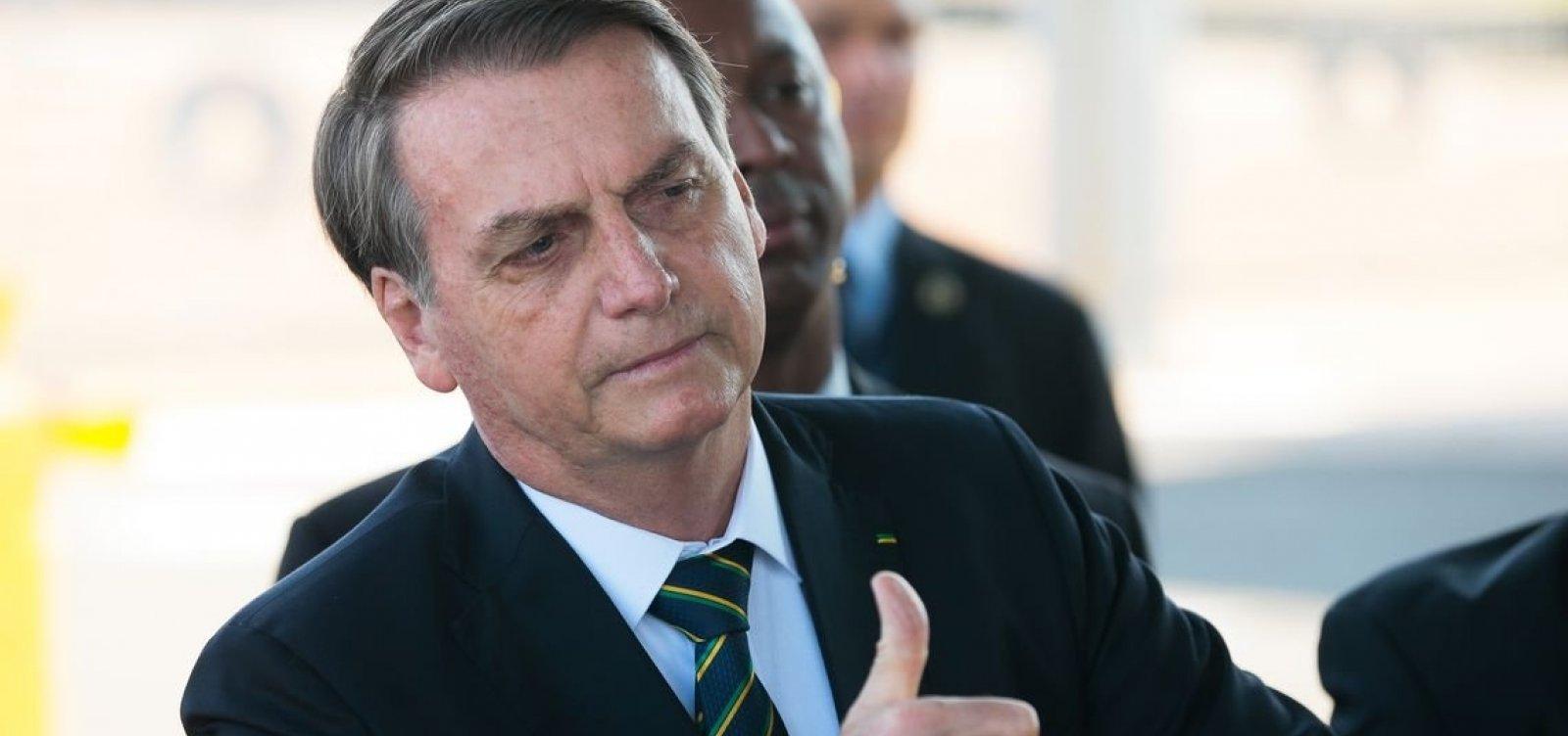 Bolsonaro assina desfiliação do PSL