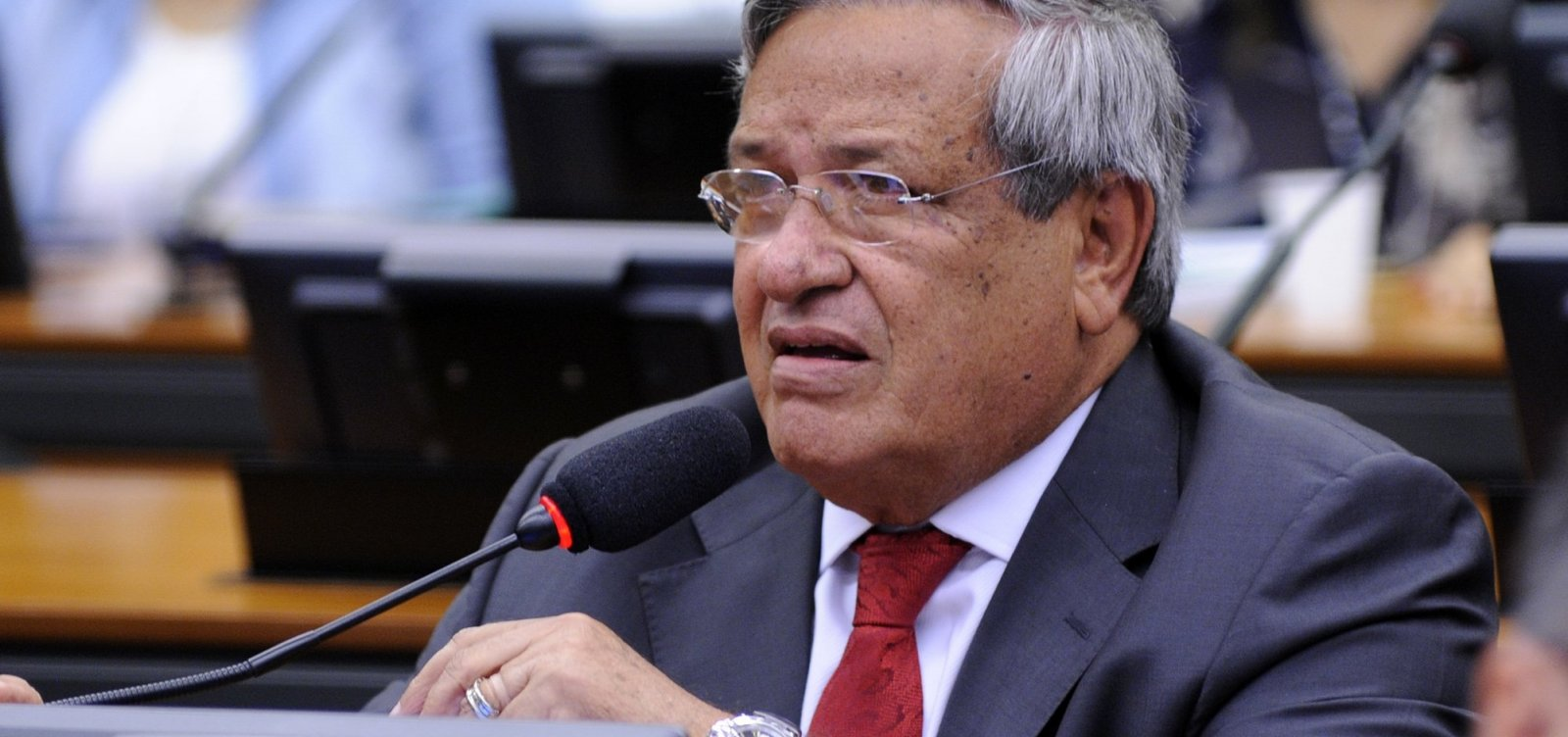 Geraldo Júnior parabeniza Benito Gama por premiação do PTB na Bahia