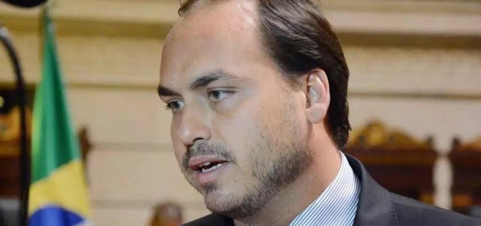 Polícia trabalha com tese de participação de Carlos Bolsonaro na morte de Marielle, diz colunista