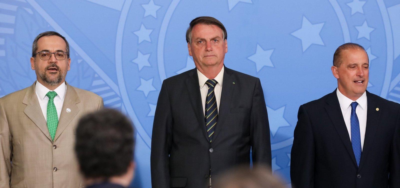 Bolsonaro nega troca de ministros e elogia educação e economia