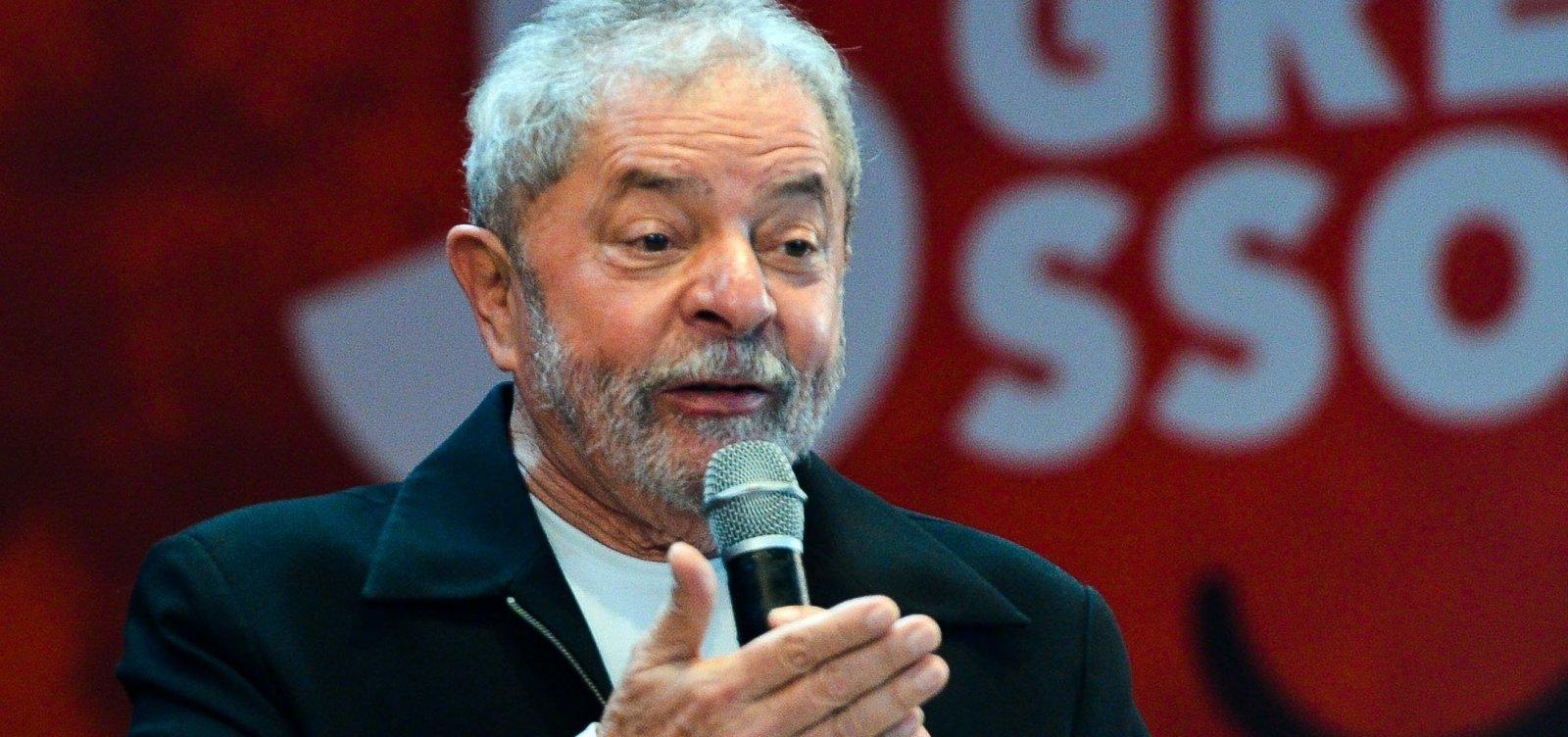 """""""Bolsonaro é cercado por milicianos"""", diz Lula ao The Guardian"""