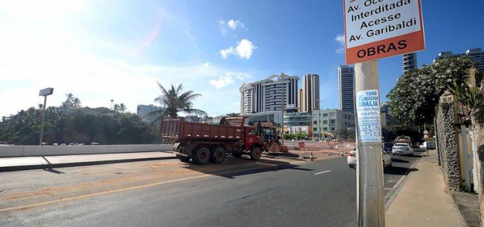 Trecho da avenida Oceânica, no Rio Vermelho, é interditado