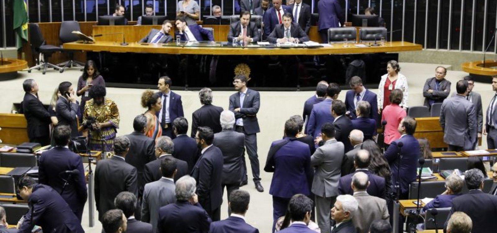 Plenário da Câmara pode votar Médicos pelo Brasil e Revalida