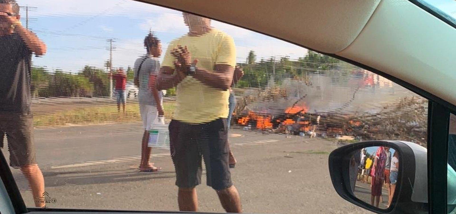 Protesto contra preço do pedágio congestiona Estrada do Coco