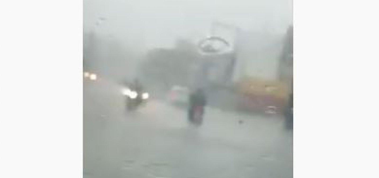Dilúvio provoca alagamentos na avenida San Martin; veja vídeo