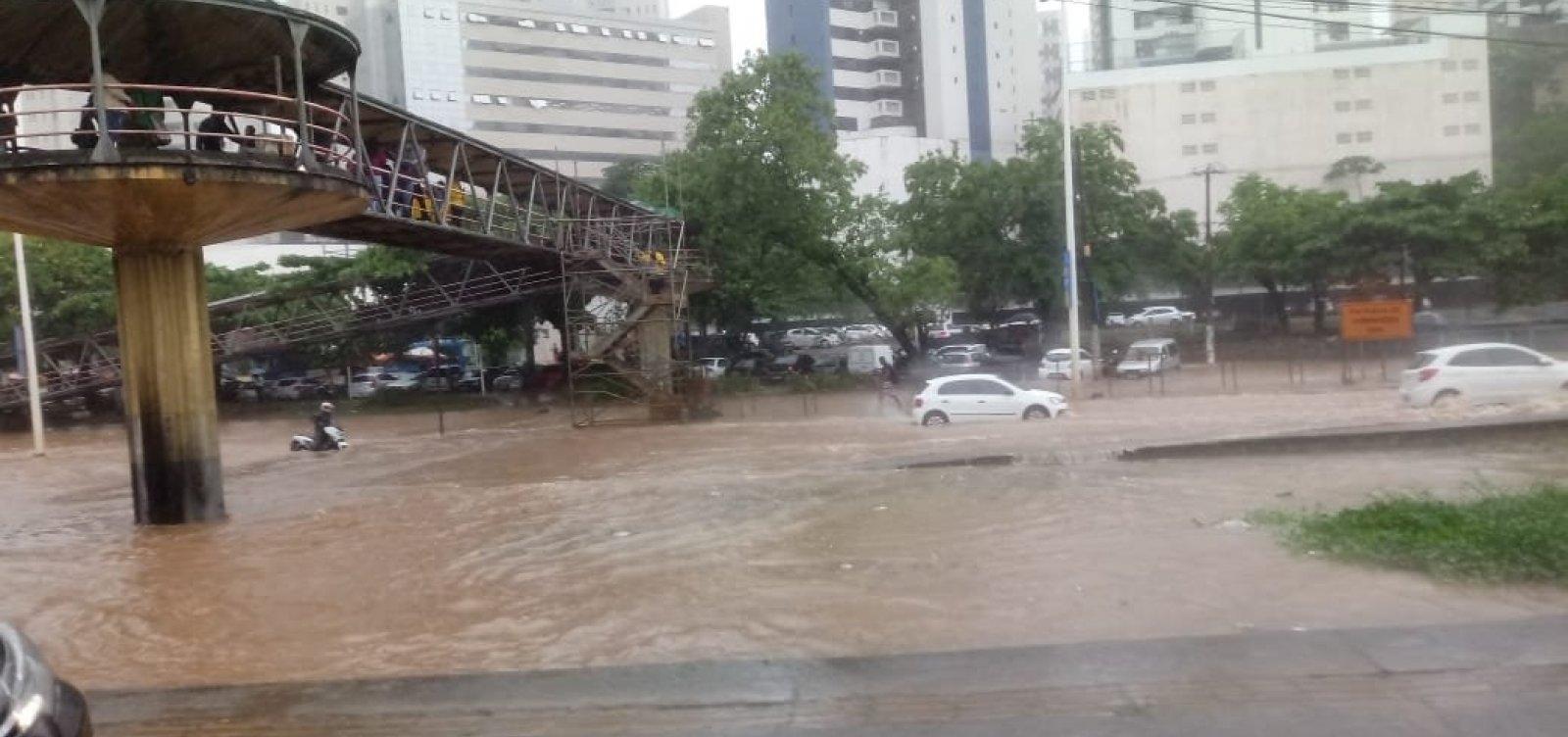 Chuva em Salvador: motoristas enfrentam alagamentos e Codesal registra quase 40 ocorrências