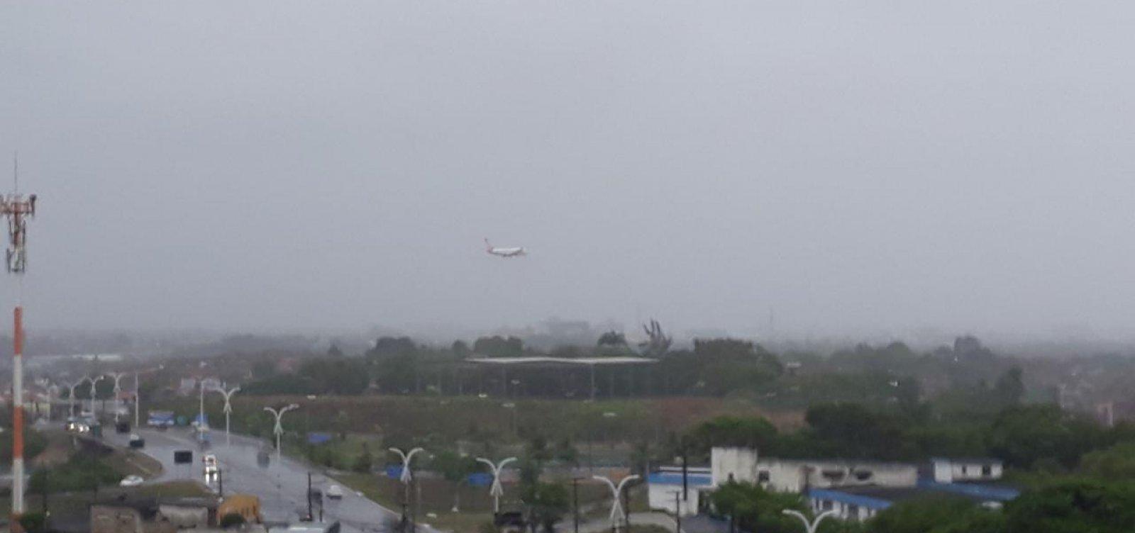 Voos arremetem e não conseguem pousar no aeroporto de Salvador por chuva