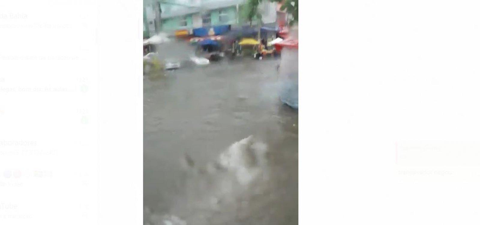 Alagamento atinge fim de linha da Boca do Rio