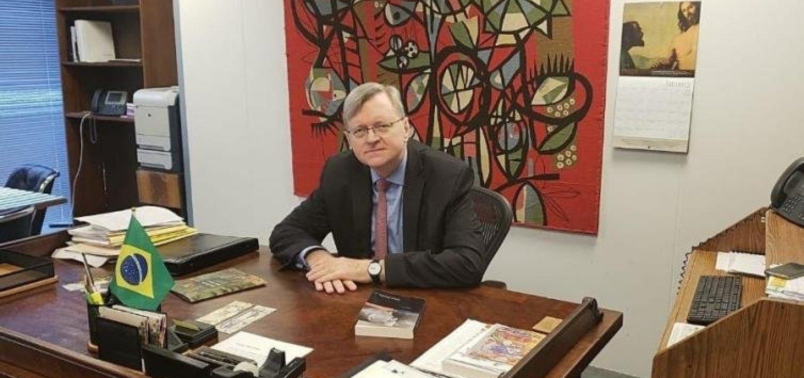 Bolsonaro formaliza indicação de Nestor Forster para embaixada do Brasil em Washington