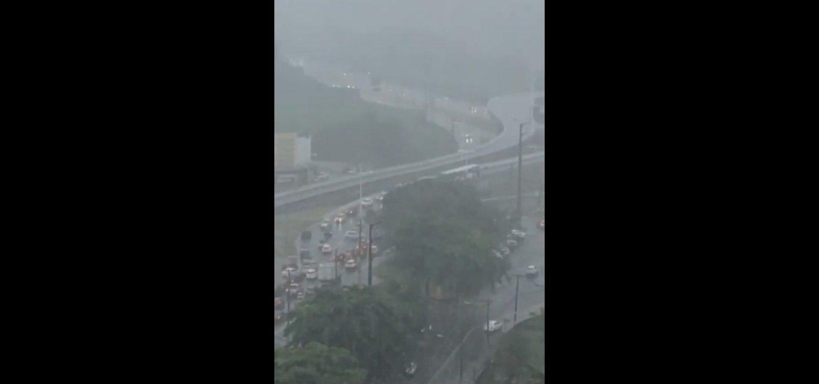 Boato sobre queda de viaduto assusta motoristas do Imbuí; vídeo