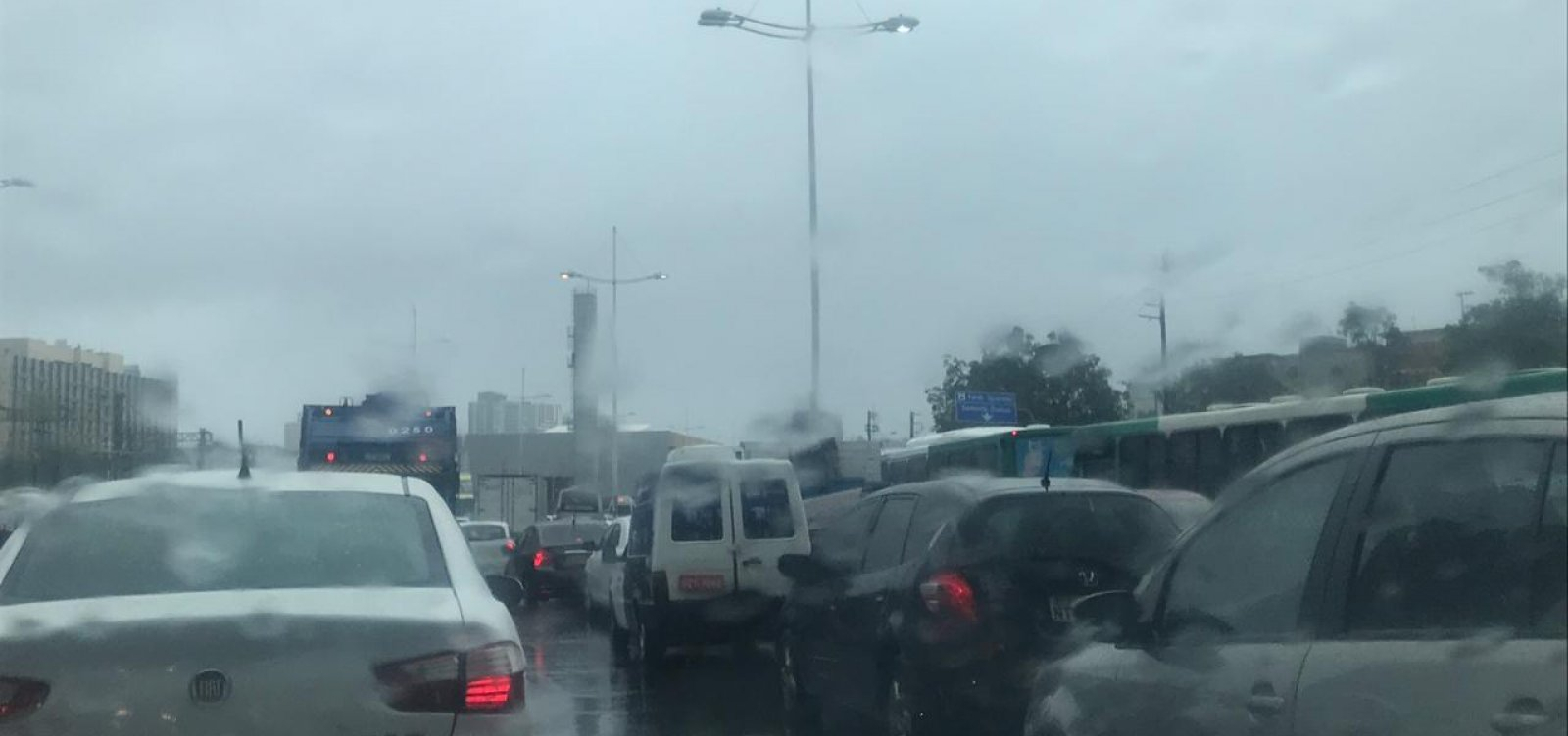 Chuvas que atingem Salvador continuarão até quinta-feira