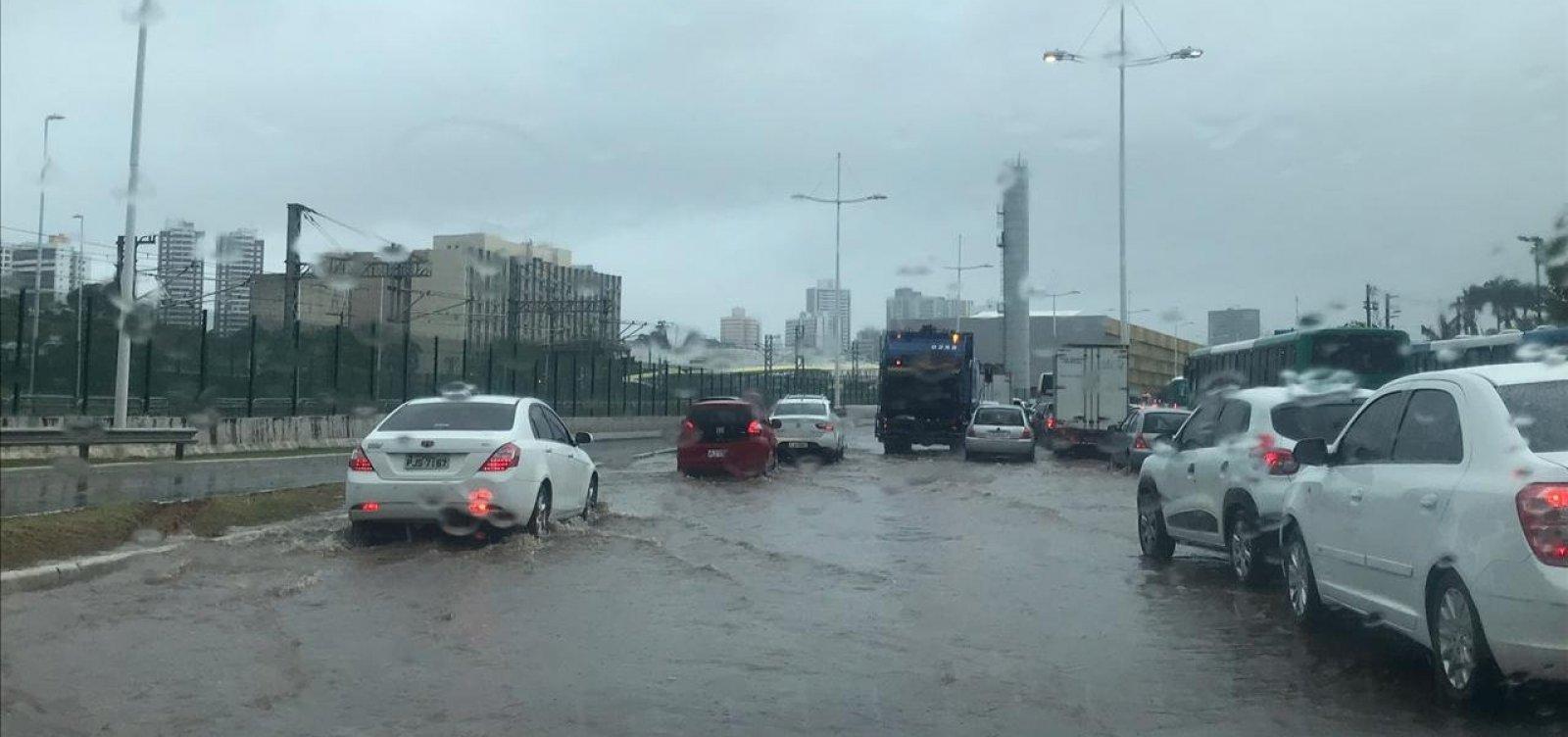 Chuva em Salvador: faculdades e escolas cancelam aulas