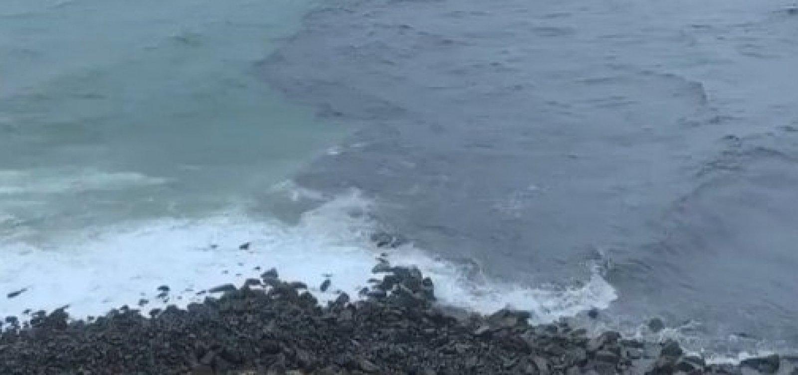 Dilúvio em Salvador faz mancha de esgoto aparecer em mar do Rio Vermelho; veja vídeo
