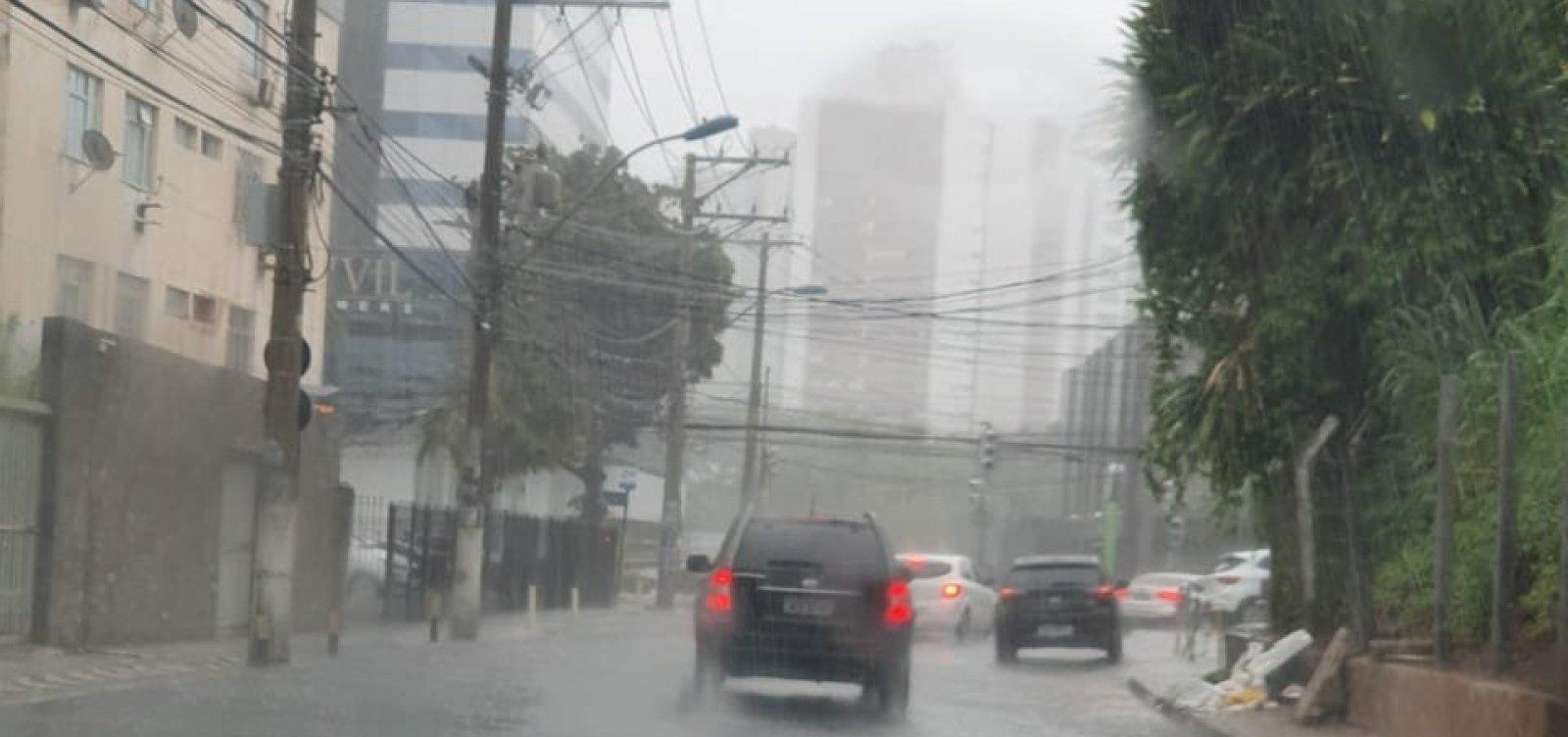 Salvador tem possibilidade de chuvas fracas até sábado, diz previsão