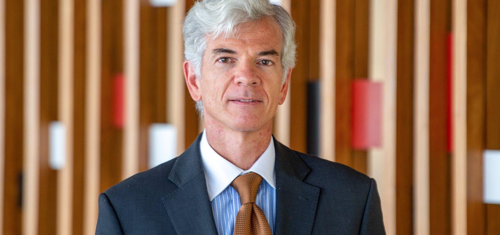 Embaixador brasileiro contraria Constituição e prega religião como política de Estado