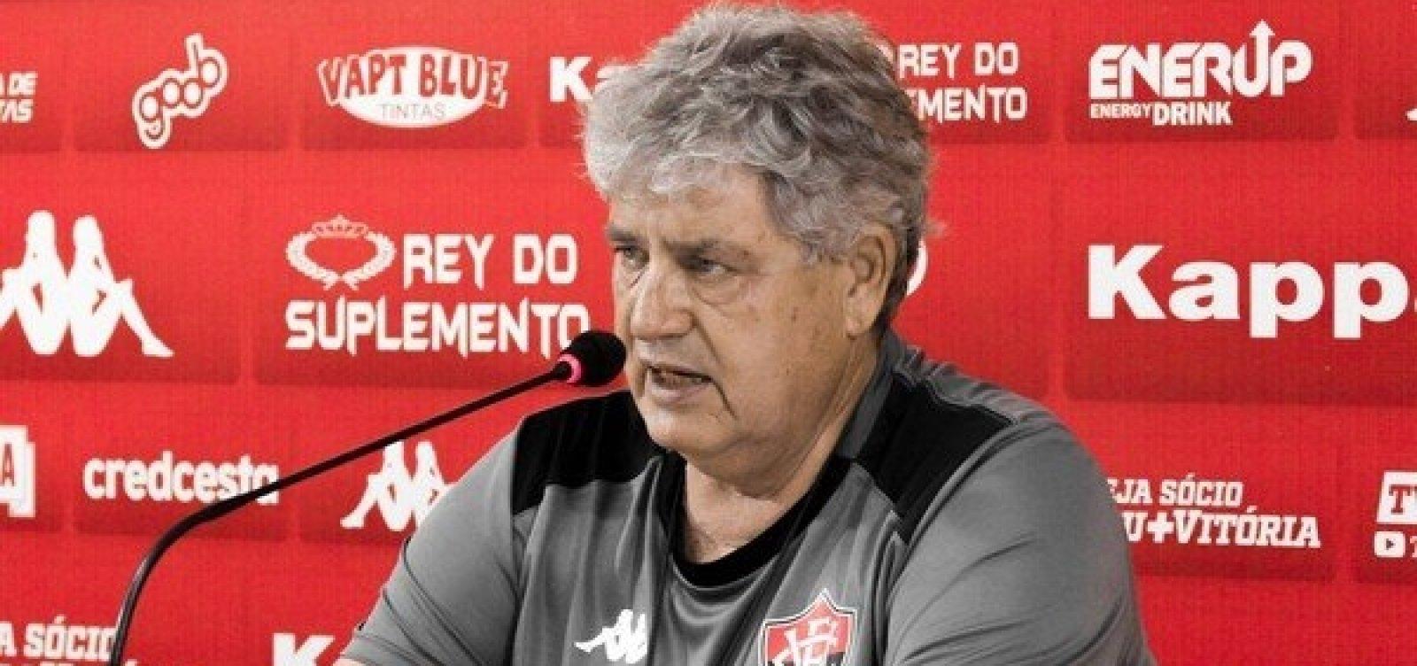 Geninho diz que ainda não definiu se vai continuar no Vitória