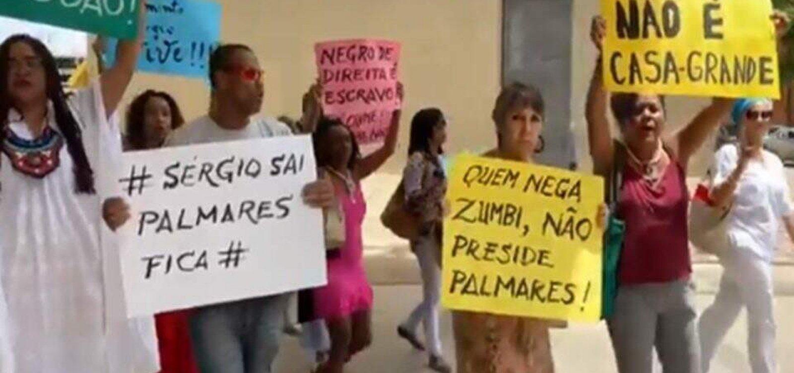 Manifestantes fazem protesto na Fundação Palmares contra novo presidente