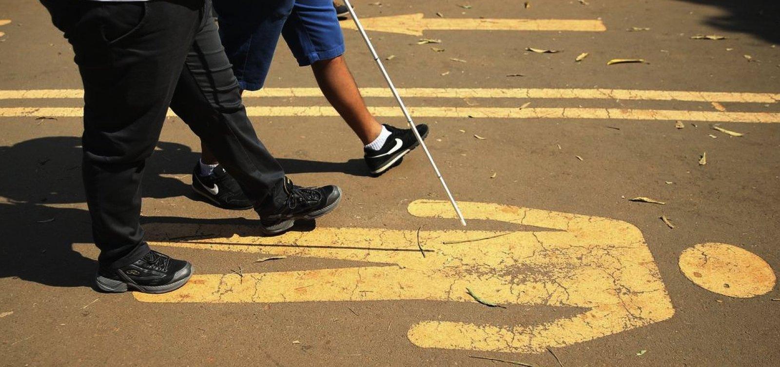 Governo quer lei para permitir que empresa deixe de cumprir cota para deficientes