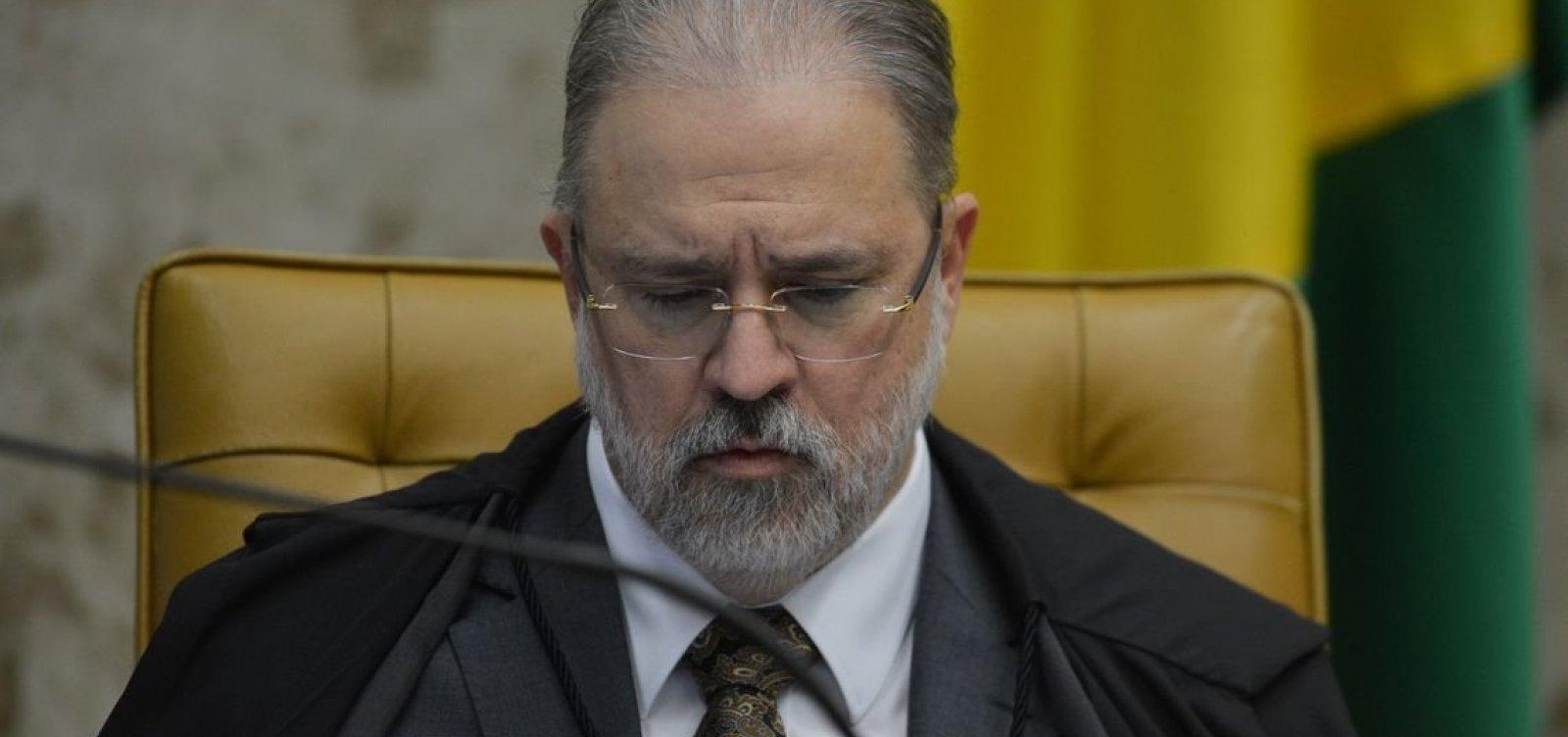 Aras destitui procuradora crítica de Bolsonaro de conselho de direitos humanos e assume o cargo